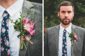 Bruidegom met bloemetjes stropdas