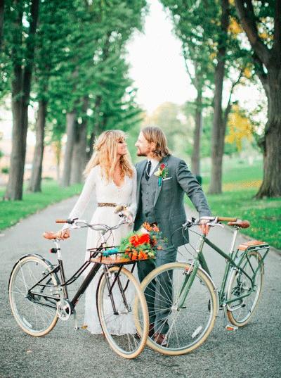 Bruidspaar met fiets