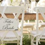 Stoelen reserveren voor ouders van de bruid