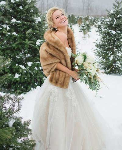 Bruid met een bontjas