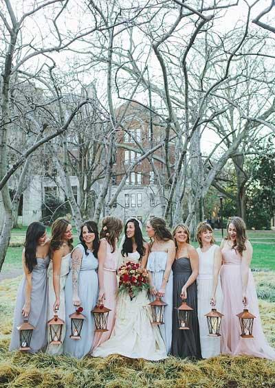 Bruidsmeisjes met lantaarn