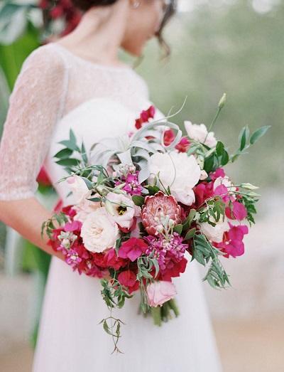 Wit met fuchsia bruidsboeket