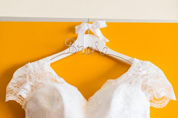 Kleerhanger bride