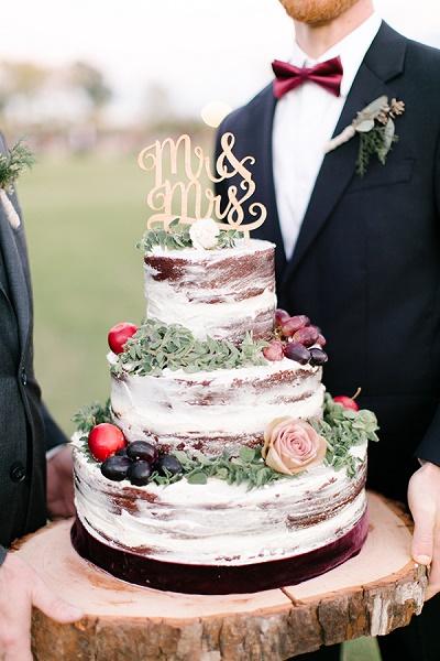 Naakte bruidstaart met taarttopper