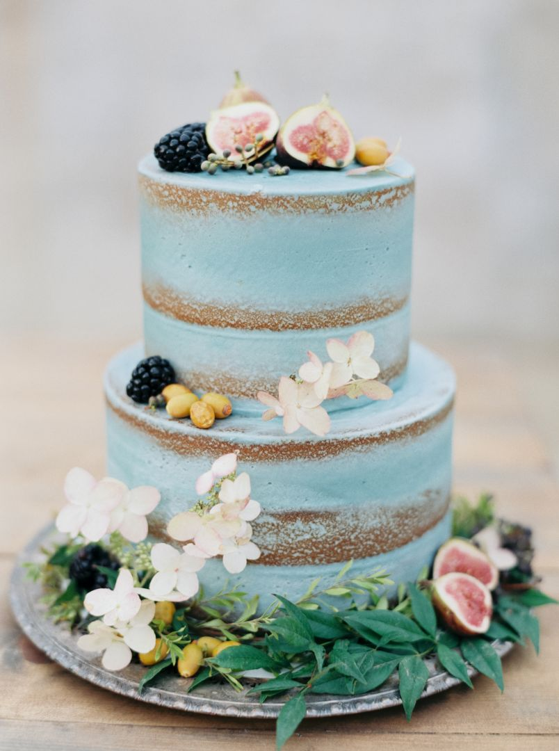 Blauwe naked cake als bruidstaart