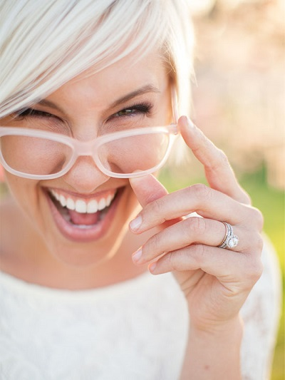 Bruid met roze bril