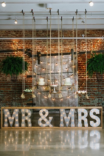 Mr en Mrs bord met lichtjes