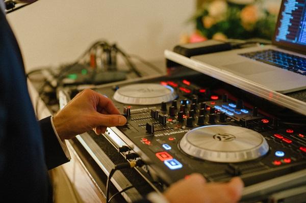 Bruiloft DJ op trouwfeest