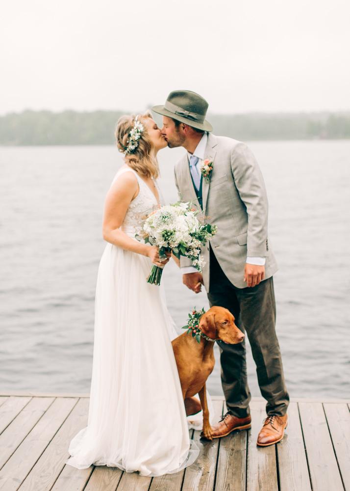 Bruidspaar met een hond