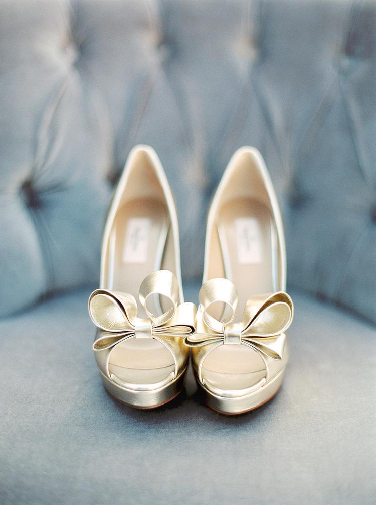 Gouden pumps voor bruiloft