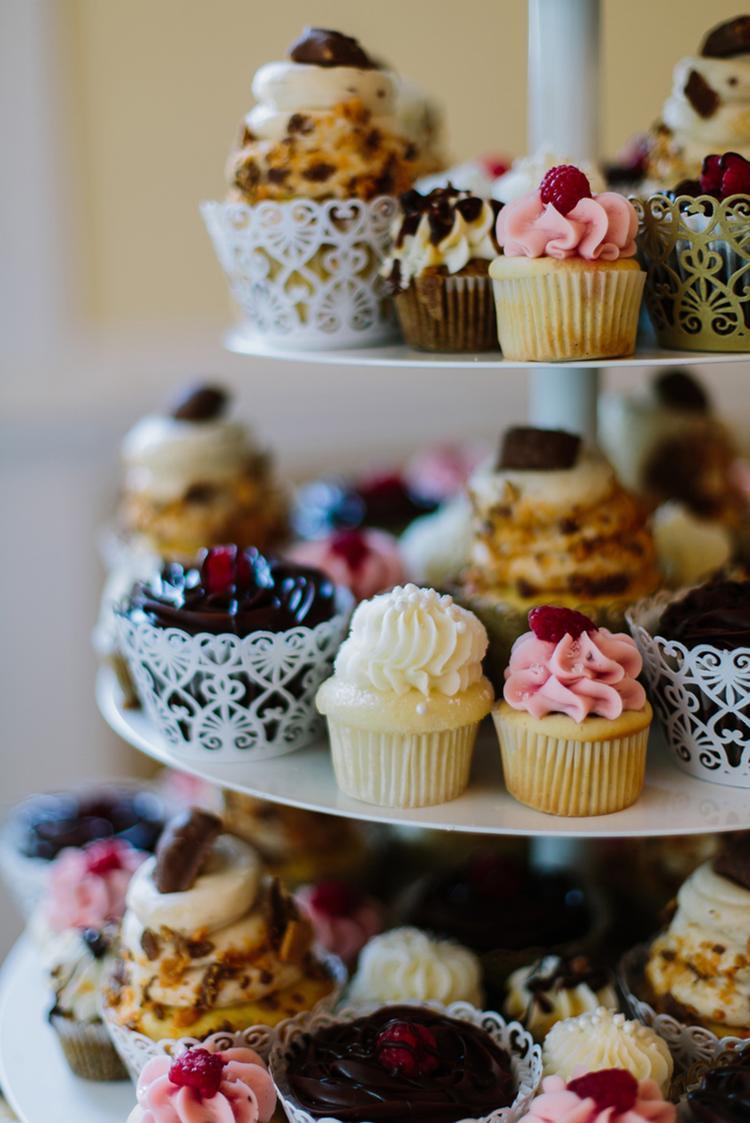 Goedkope cupcakes in plaats van een bruidstaart