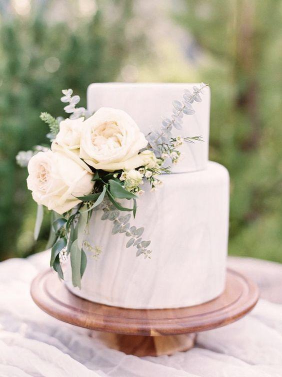 Rozen als taartdecoratie