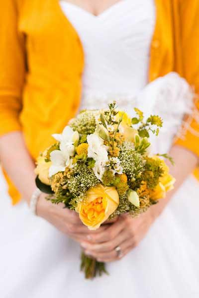 Geel vestje trouwjurk