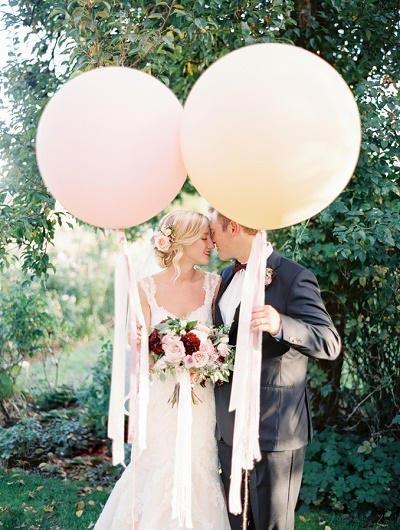Grote ballonnen trouwfoto