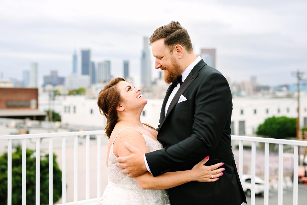 Bruidspaar op dakterras