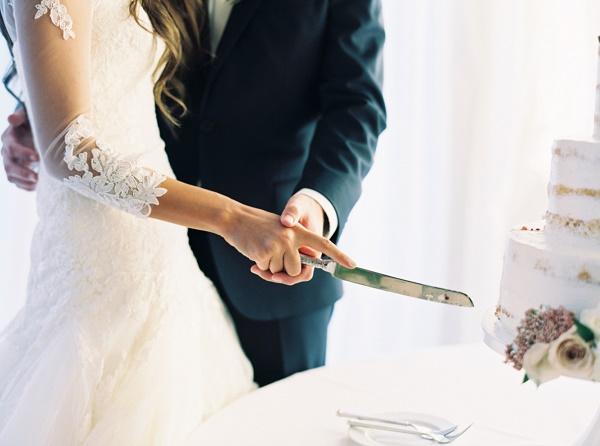 Bruidstaart snijden