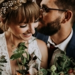 Bruidegom kust bruid