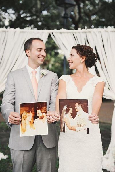 Bruidspaar met foto´s van ouders