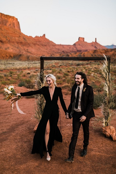 Bruid en bruidegom in het zwart