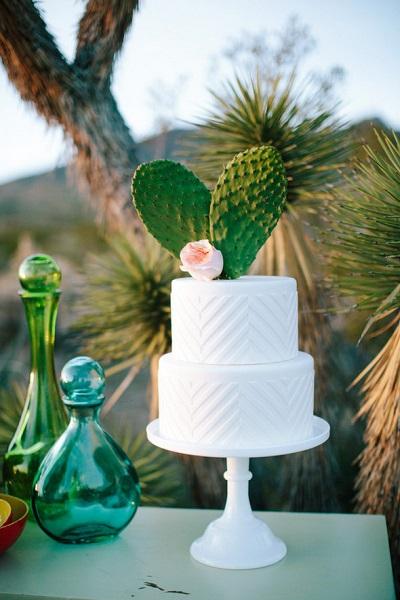 Witte bruidstaart met cactus hartje