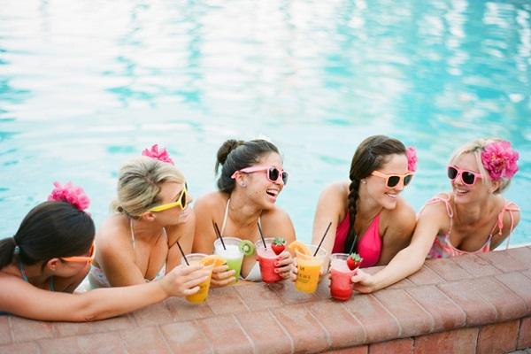 Vrijgezellenfeest organiseren bij het zwembad