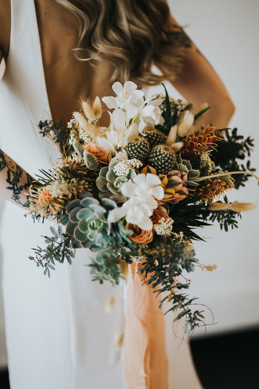 Bruidsboeket met cactussen