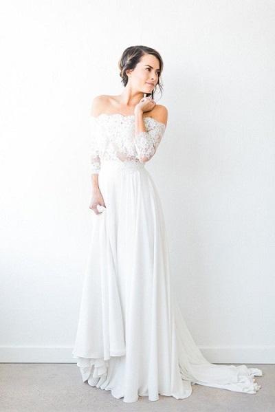 Bruid met off-shoulder trouwjurk