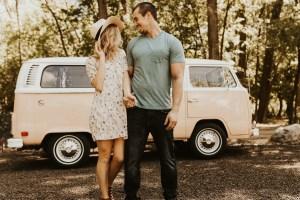 Huwelijksreis met Volkswagen busje