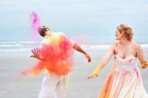 Trash the dress met holi powder