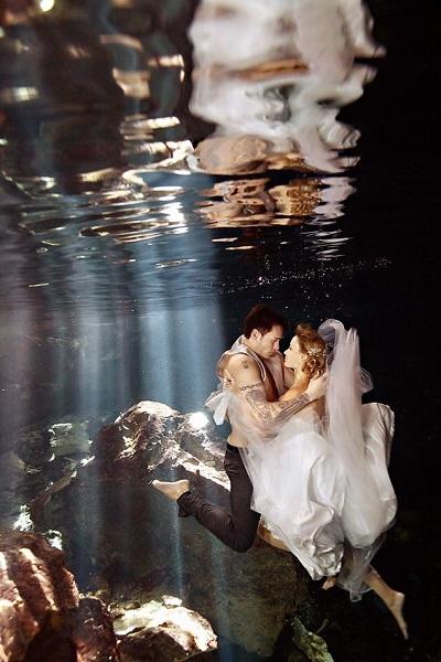 Trash the dress onder water