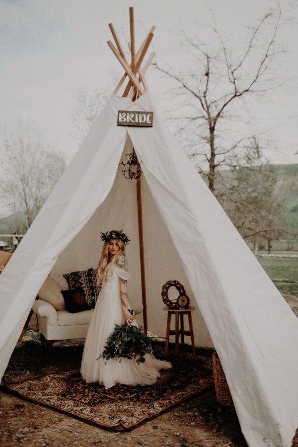 Bruid in een tipi tent