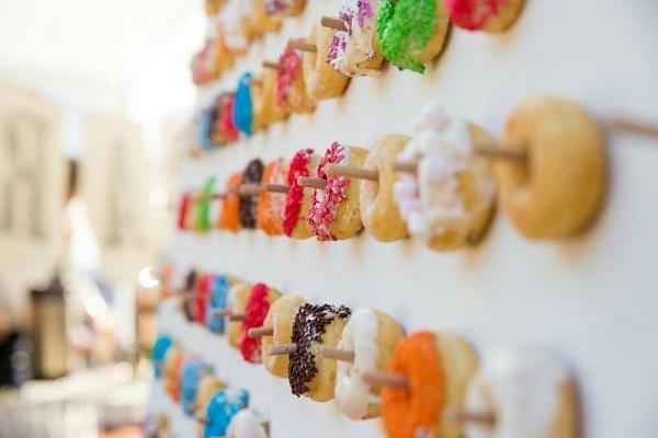 Muur met donuts