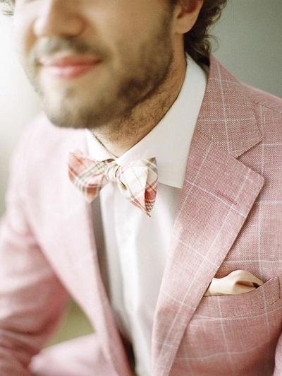 Bruidegom met roze jasje
