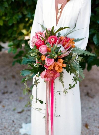 Tropisch bruidsboeket met roze en oranje