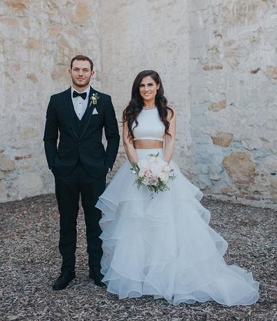 Bruid met two piece trouwjurk