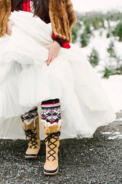 Bruid met snowboots