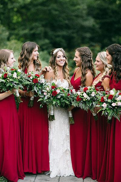 Bruid met haar bruidsmeisjes