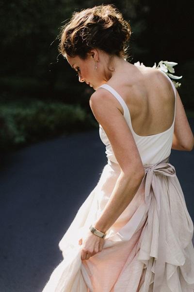 Bruid in bijzondere trouwjurk