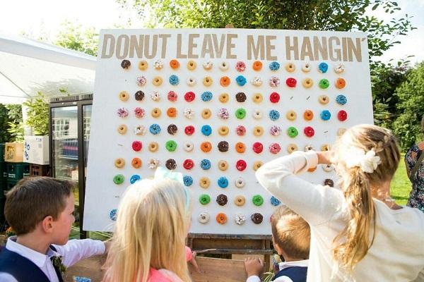Donutmuur Donut leave me hanging