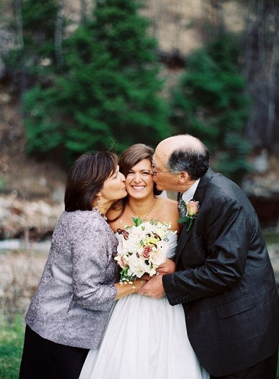 Bruid met haar ouders
