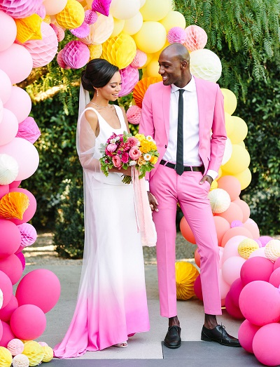 Bruid en bruidegom in het roze