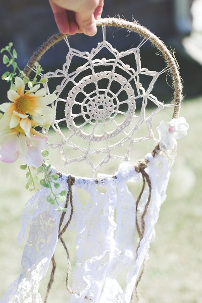 Dromenvanger met bloemen