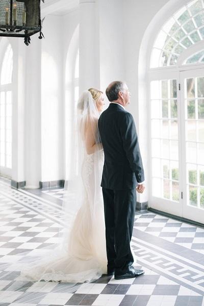 Trouwfoto´s bruid met haar vader