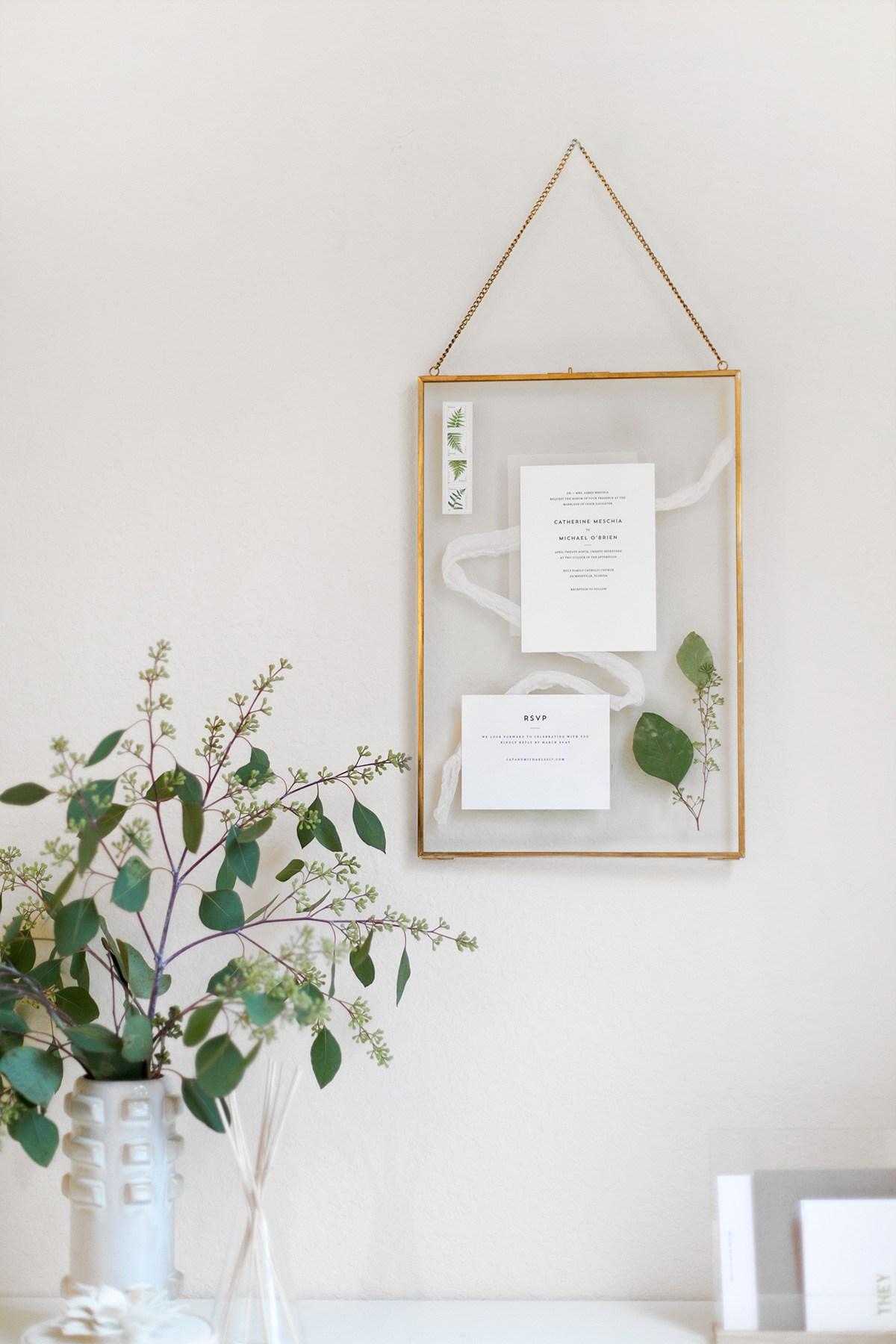 Trouwkaart inlijsten in een glazen frame