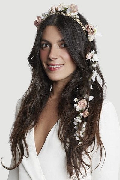 Bruid met bloemenslinger
