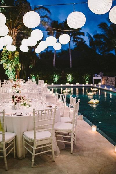 Bruiloft langs het zwembad