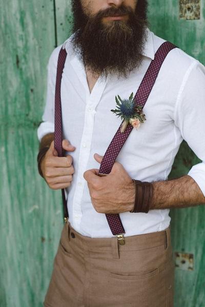 Boho bruidegom met bretels