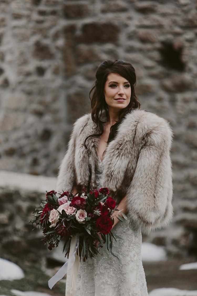 Bruid in een bontjas