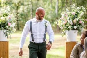 Bruidegom bij de ceremonie