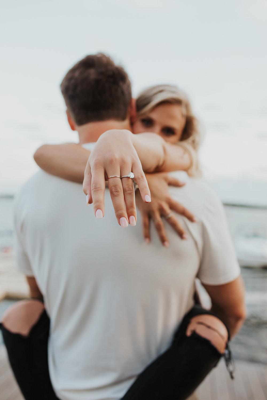 Verloving bekend maken met verlovingsfoto
